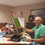 Hoekstra bij schilderen na revalideren van een herseninfarct